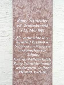 Texttafel am Romy Schneider Denkmal