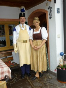 Bergmann Franz Kurz in der traditionellen Bergmanns-Uniform und Frau Christiane