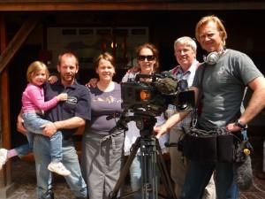 Im Bild v.l. Paula, Thomas und Marianne Amort , Redakteurin Manuela Pecoraro, Kameramann Gunter Brockt und Tonmann Robert Wolferseder