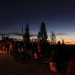 Die Wanderer erwarten den Sonnenaufgang