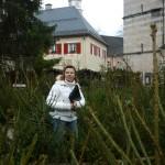 Moderatorin Anja Marks im Christbaumlabyrinth