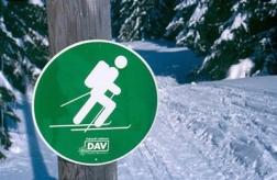 Diese Schilder markieren die ausgewiesenen Aufstiegsrouten