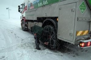 Schneeketten Milchwagen
