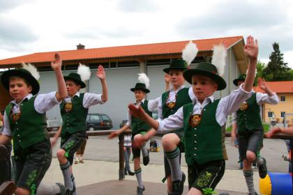Jugend-Schuhplattler Grenzlandler Laufen