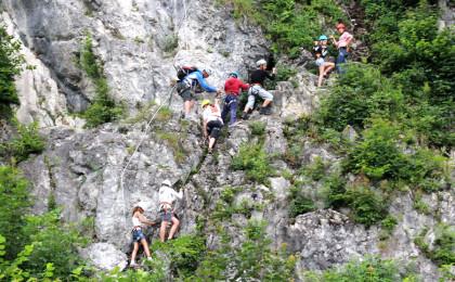 Bergführer Korbinian Rieser mit Gruppe im Klettersteig