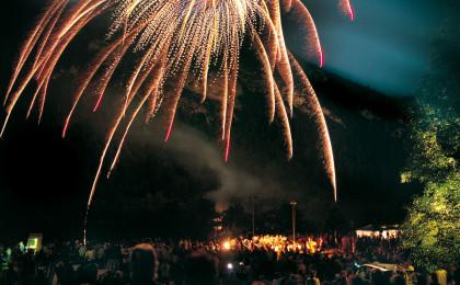 Feuerwerk bei Thumsee brennt