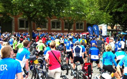 Start der BR-Radltour vor der alten Saline Bad Reichenhall