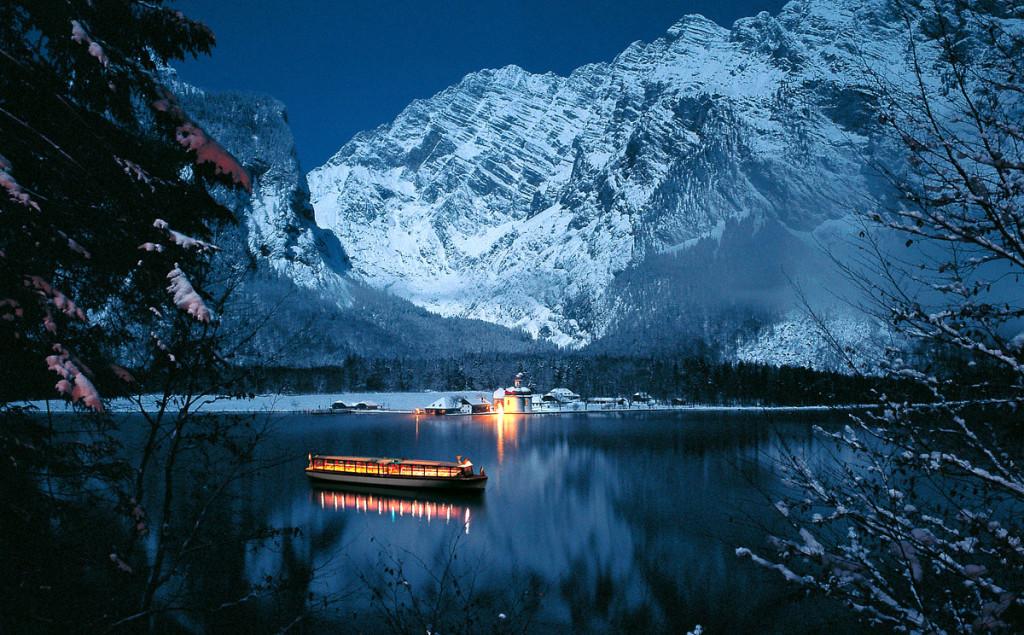 Königssee und Sankt Bartholomä in einer Winternacht