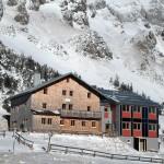 Stahlhaus im Winter