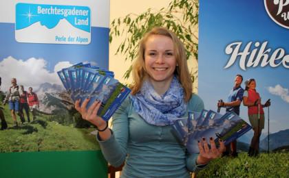 Glücksfee Steffi mit den Gewinner-Karten