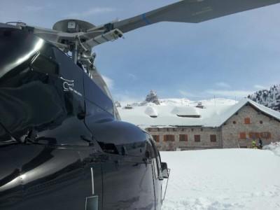 Versorgungshubschrauber am Kärlingerhaus © HTM Helicopter - Travel - Munich GmbH