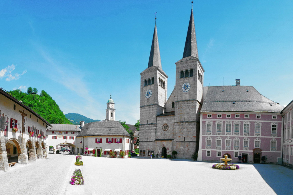 Königliches Schloss und Stiftskirche, früher Residenz der Fürstpröbste