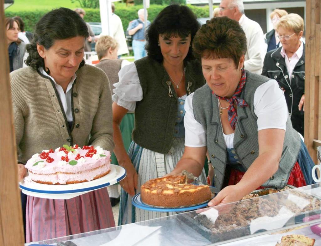 Kaffee und Kuchen am Dorffest Ramsau
