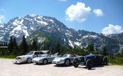 "(v.r.) Bugatti Typ 35, BMW Bergspyder, Porsche R 60 Bergspyder, Audi E2 ""Pikes Peak"""