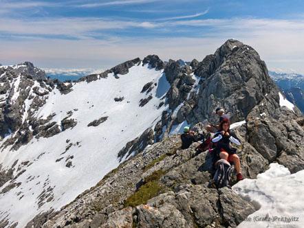 Eine gemütliche und ausgiebige Gipfelrast mit Traumblick bei bestem Wetter