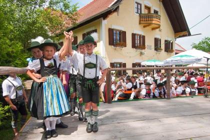 die Teisendorfer Trachtenkinder bei ihrem Auftritt am Weißbierfest