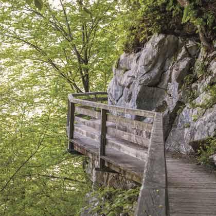 Am felsigen Kälberstein entlang ©Waßmuth