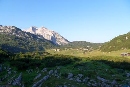 Blick von der Traunsteiner Hütte auf das Plateau der Reiteralm