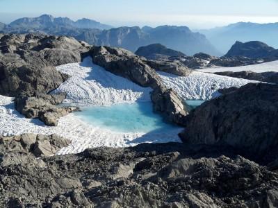 Gletscher-mit-türkisem-Schmelzwasser