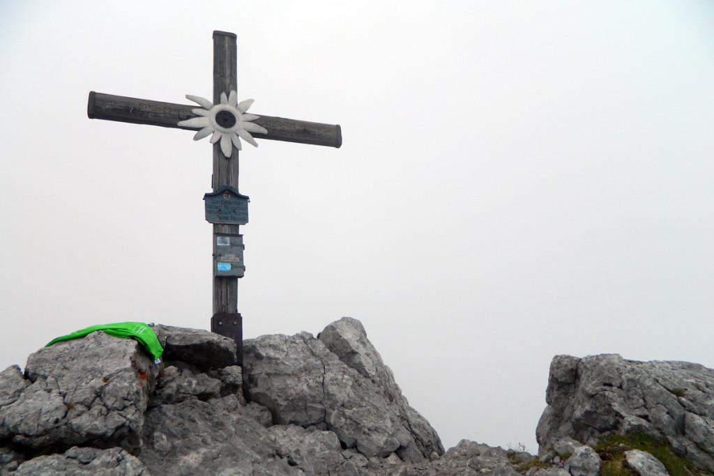 Kammerlinghorn Gipfelkreuz bei Wolken
