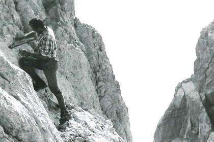 Als eine der ersten Maßnahmen im Wegeunterhalt des neuen Schutzgebietes wurde im Jahr 1978 der Watzmanngrat versichert. Heute hat der Nationalpark Berchtesgaden die Verkehrssicherungspflicht für rund 260 Kilometer Wanderwege und alpine Steige im Schutzgebiet und investiert jährlich mehr als eine halbe Million Euro in den Wegeunterhalt.