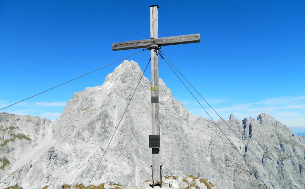 Hirschwiesgipfelkreuz vor Watzmann Südspitze