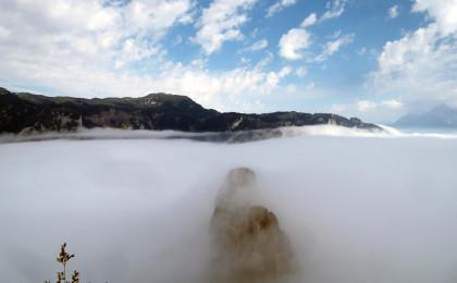 Kinn und Nase der Schlafenden Hexe, dahinter der Untersberg