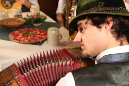 Volksmusikant Auer Hansi - natürlich mit Hut