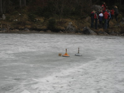 Eisstockschießen am Hintersee