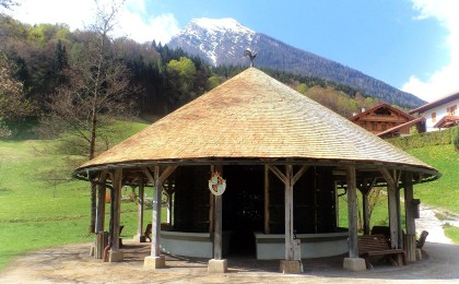 Solegradierwerk im Bergkurgarten Ramsau mit neuem Schindeldach