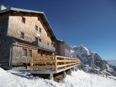 das Carl-von-Stahl Haus im Winter