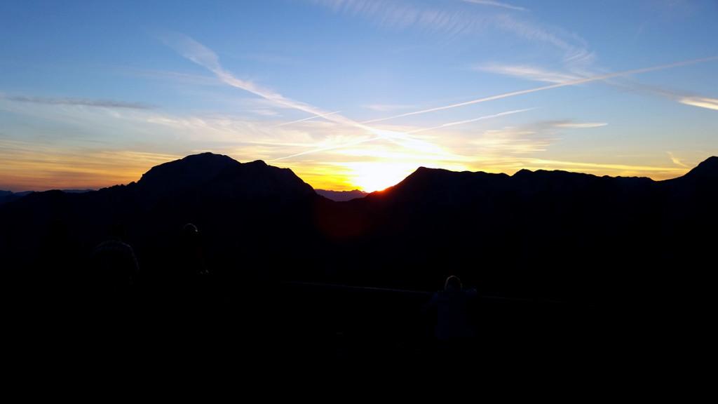Sonnenaufgang am Watzmannhaus