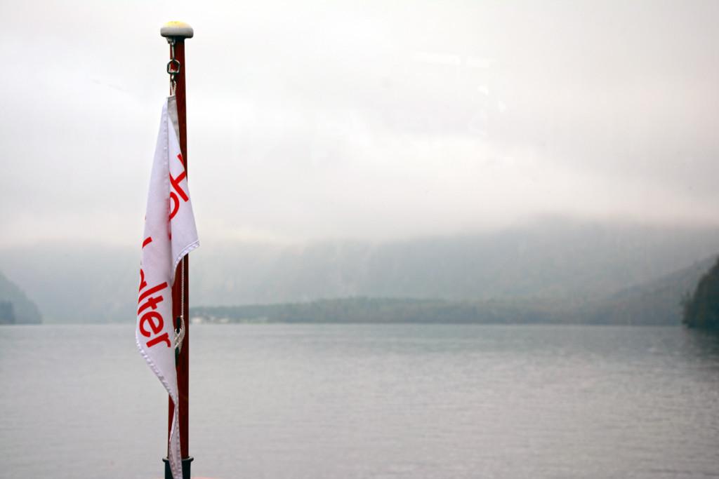 """Die Fahne am Bug der """"Hochkalter"""" der Königsseeflotte"""