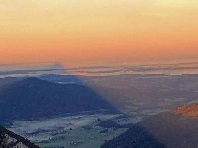 Lange Schatten ragen ins Chiemgau