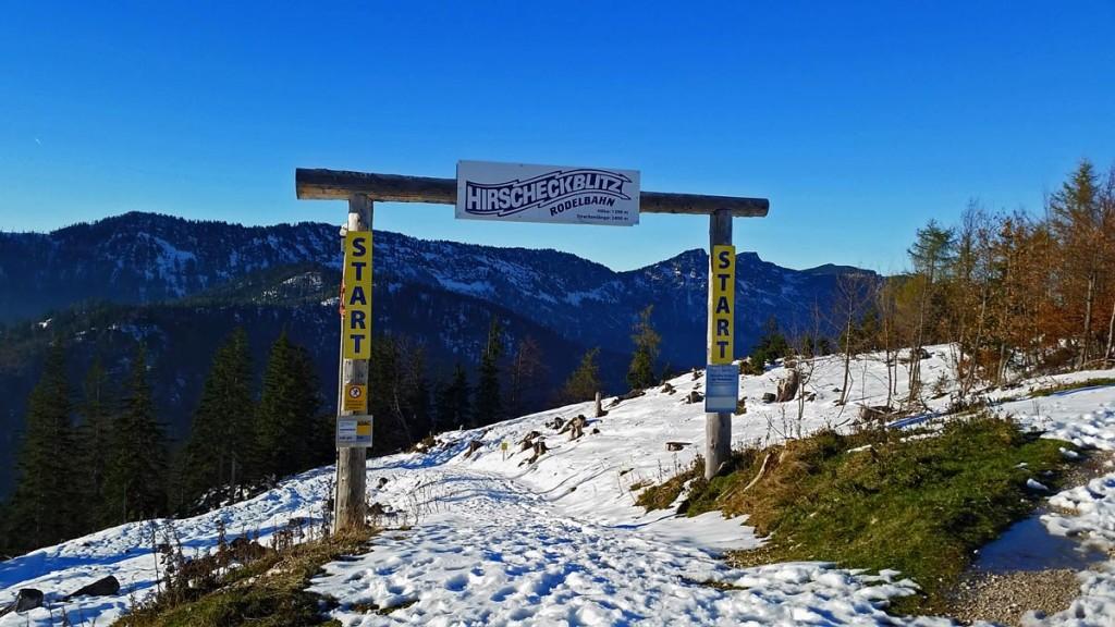 Das Start-Tor der Rodelbahn Hirscheckblitz