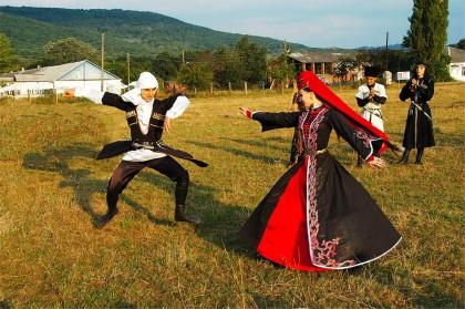 adygejisches Tanzpaar in Südrussland