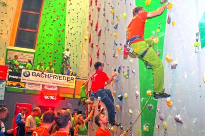 Die Mannschaften beim Klettern für den guten Zweck