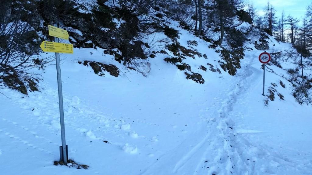 Der verschneite Fußweg zum Kehlsteinhaus