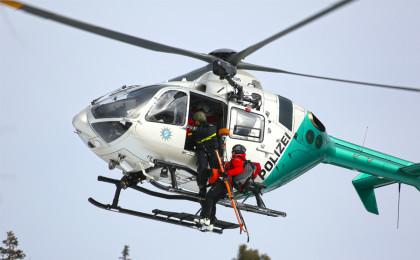 Suchhund-Ausbildung am Hubschrauber