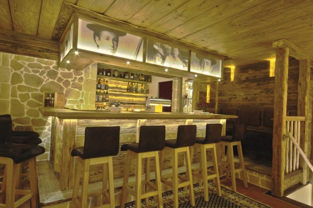 Bar im Alm- & Wellnesshotel Alpenhof