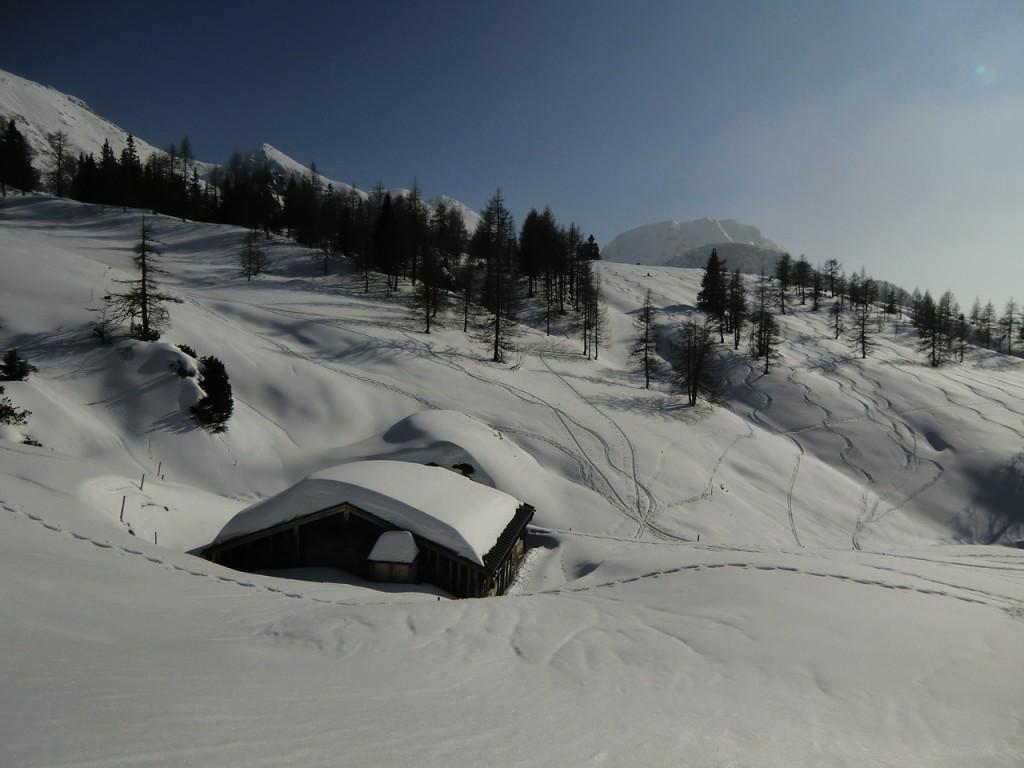eingeschneite Berghütten im Jennergebiet