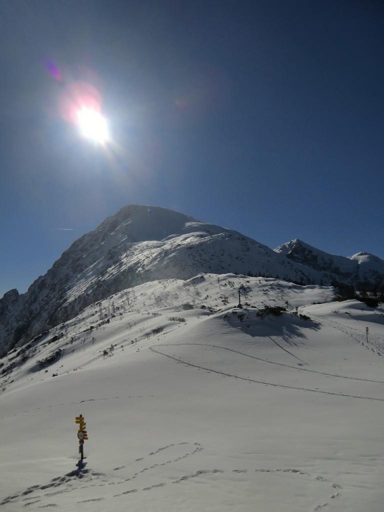 gleißend helle Sonne über dem Schneibstein