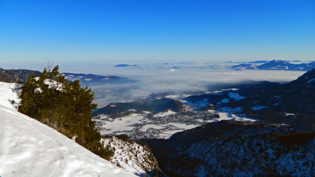 Der Nebel im Tal lichtet sich