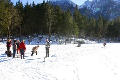 Eisstockschützen auf dem Hintersee