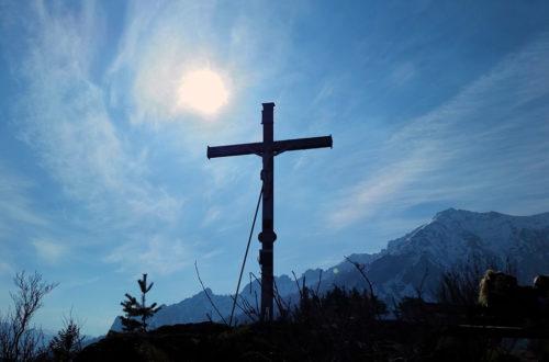 Partielle Sonnenfinsternis hinterm Dötzenkopf Gipfelkreuz