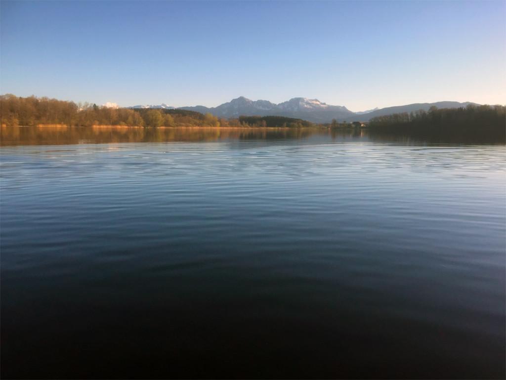 Blick auf Hochstaufen und Zwiesel vom Nord-Ufer des Abtsdorfer Sees