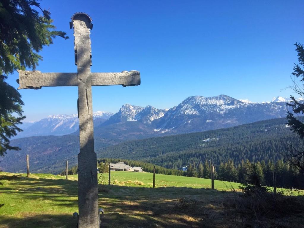 Gipfelkreuz Teisenberg mit Blick auf Zwiesel und Hochstaufen