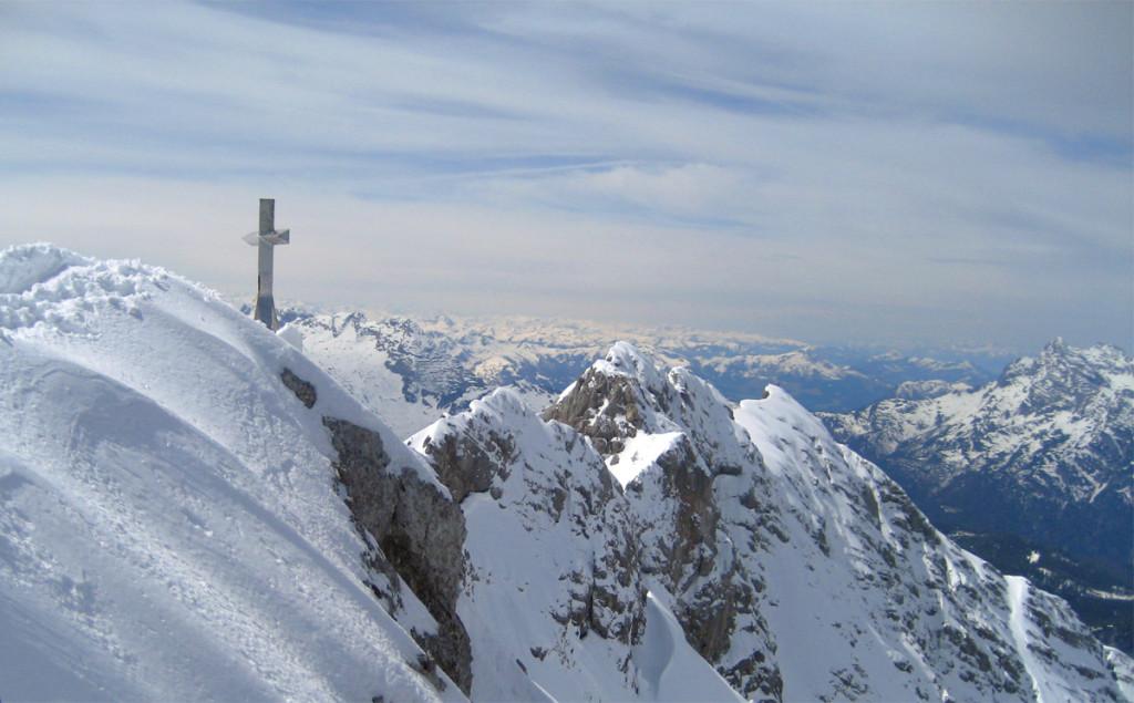 Das Gipfelkreuz der Hocheis-Spitze