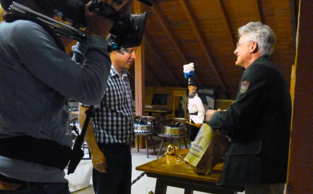 Dreharbeiten des Bayerischen Fernsehens bei der Übergabe des Reichnisses