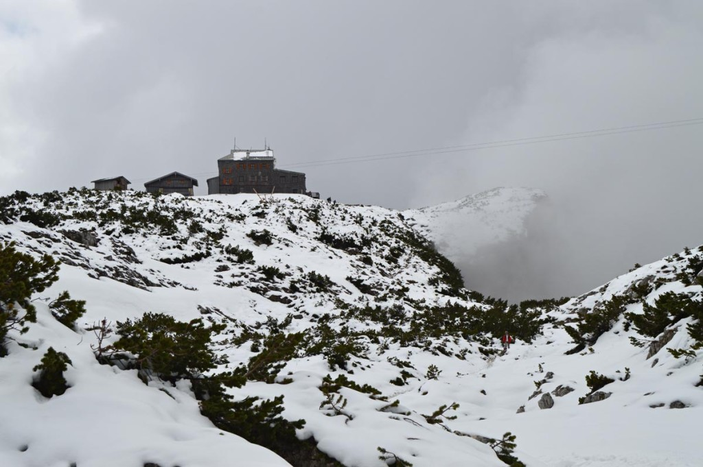 Der verschneite Weg zum Stöhrhaus